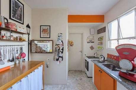 9. Para inovar, escolha um gabinete de cozinha colorido. Projeto por Matteo Gavazzi.