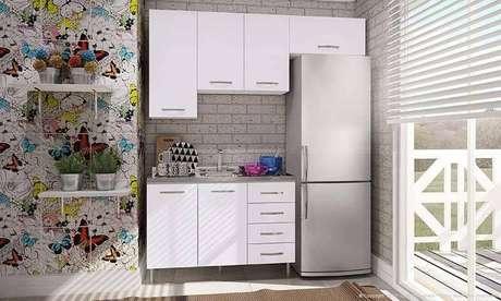 26. O gabinete de cozinha modulado é ideal para espaços pequenos. Projeto por LojasKD.