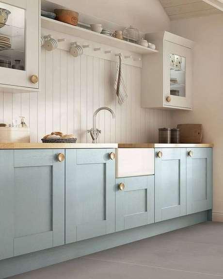 42. O gabinete de cozinha retrô é delicado e bonito. Projeto de Revista Viva Decora.