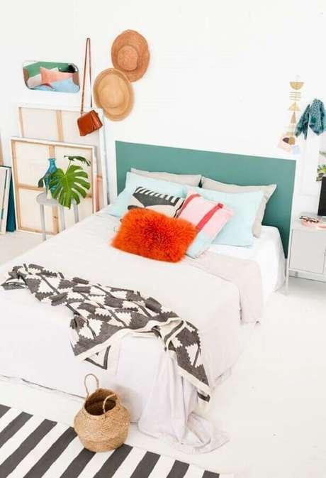 91. Cores para quartos com decoração com almofadas coloridas – Por: Habitissimo