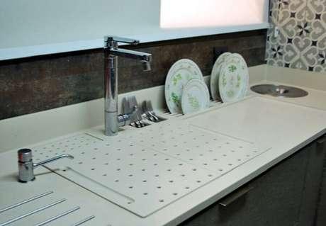 61. Modelo diferente de bancada para cozinha – Foto: Ticiana Toniolo Tieppo