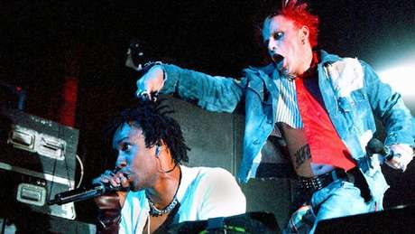 A trilha sonora de 'Beats' reúne hinos das raves como 'Everybody In the Place' e 'Wind It Up', do The Prodigy
