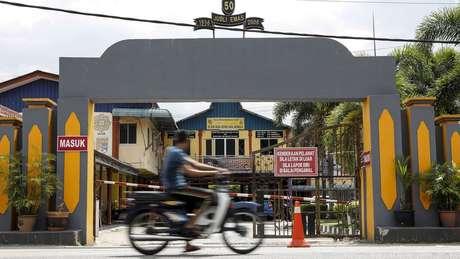 SMK Ketereh, escola de Siti Nurannisaa, se localiza em rua movimentada no interior de Kelantan