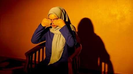 """Siti compara sua experiência com espíritos como se tivesse seus """"olhos cobertos"""""""