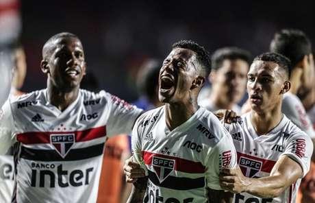 Tchê Tchê comemora o gol que marcou contra o Flamengo - FOTO: Rubens Chiri/saopaulofc.net