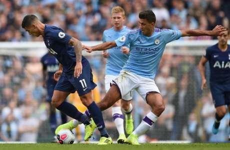 Manchester City e Tottenham empatam em 2 a 2 neste sábado (OLI SCARFF/AFP)