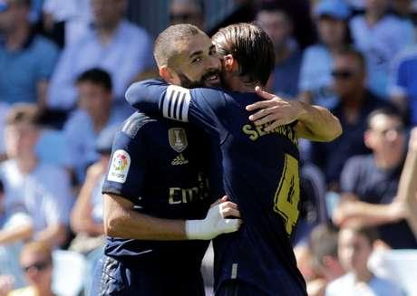 Benzema comemora gol do Real Madrid sobre o Celta de Vigo