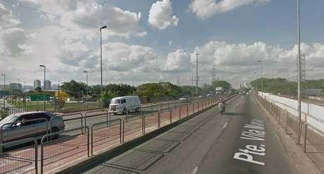 Ponte da Vila Maria, que atravessa a Marginal Tietê, foi palco de grave acidente em que duas pessoas morreram degoladas