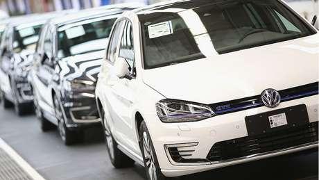 Fábrica de automóveis alemã; economia do país se contraiu no segundo trimestre do ano