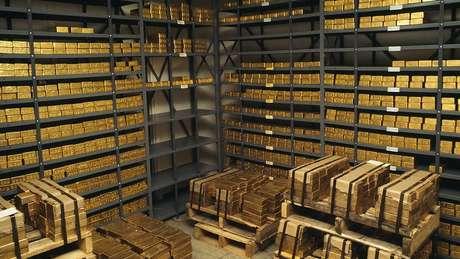 Bancos centrais aumentaram sua compra de ouro, particularmente os de países atingidos por sanções americanas