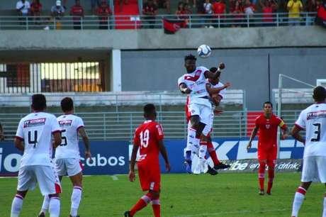 Vitória conseguiu triunfo fora de casa sobre o CRB e saiu da zona de rebaixamento da Série B do Campeonato Brasileiro