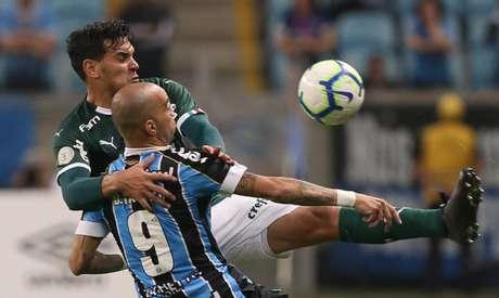 Gustavo Gómez deve ser titular na terça, enquanto Tardelli deve ser opção no banco (Foto: Cesar Greco)