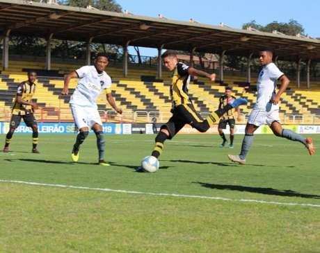 Partida foi disputada no Raulino de Oliveira (Foto: Divulgação/Volta Redonda)