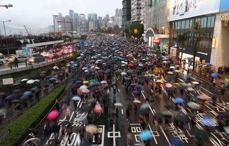 Manifestantes voltam a tomar ruas de Hong Kong
