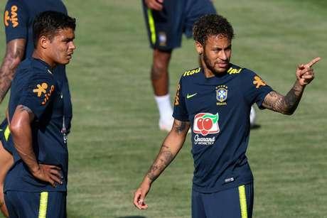 Thiago Silva fez um 'lobby' pela permanência de Neymar no PSG (Foto: NELSON ALMEIDA/AFP)
