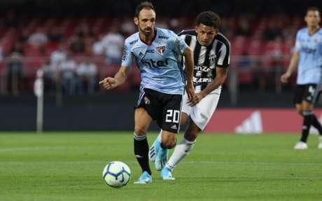 Juanfran fez boa estreia pelo São Paulo (Rubens Chiri/saopaulo.net)