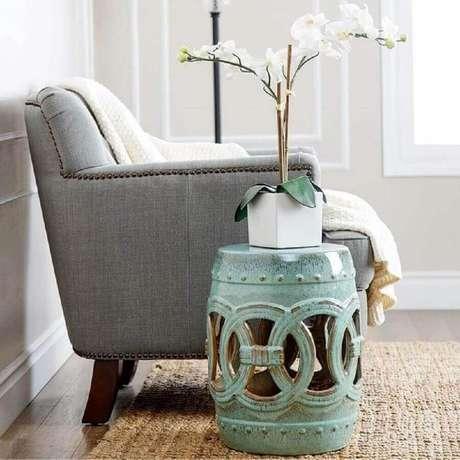 5. O garden seat pode servir de mesinha de apoio para vasos, livros e petiscos para convidados – Foto: Pinterest