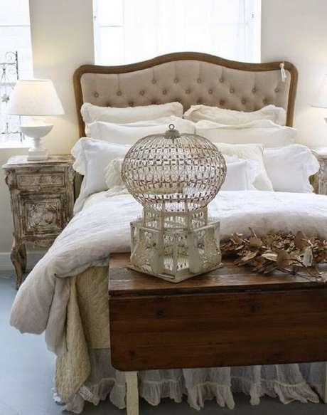 22. Gaiolas decorativas dá um charme na decoração do quarto de casal. Fonte: Pinterest