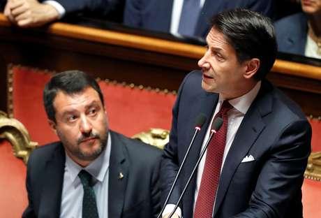 Premiê italiano, Giuseppe Conte, discursa no Senado da Itália ao lado do vice-primeiro-ministro Matteo Salvini 20/08/2019 REUTERS/Yara Nardi