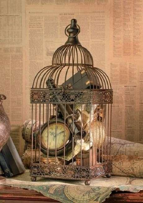 23. Para uma decoração vintage inclua objetos antigos dentro das gaiolas decorativas. Fonte: Pinterest