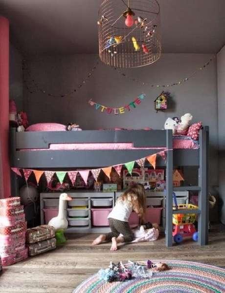 61. Quarto infantil com luminária feita de gaiola. Fonte: Pinterest