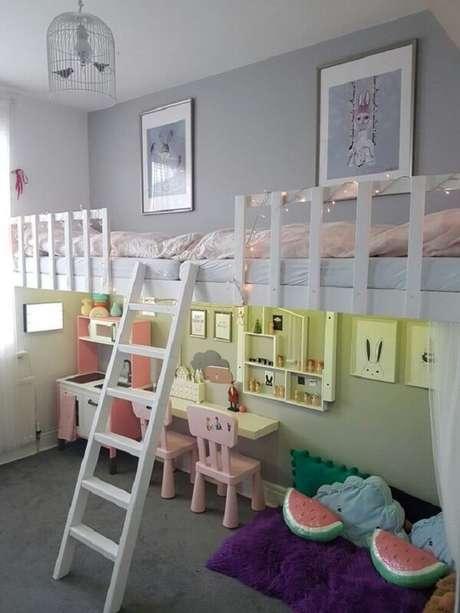 58. Inove na decoração do quarto infantil incluindo gaiolas decorativas como luminária. Fonte: Pinterest