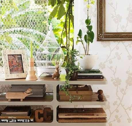 25. Invista em gaiolas decorativas com formatos engenhosos. Fonte: Revista Casa e Jardim