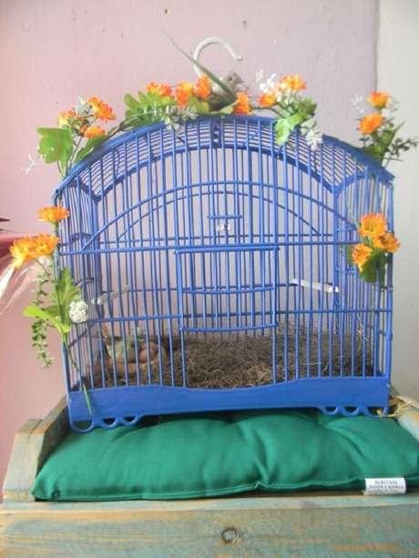 21. Gaiola de passarinho utilizada na decoração de ambiente. Fonte: Artesanei