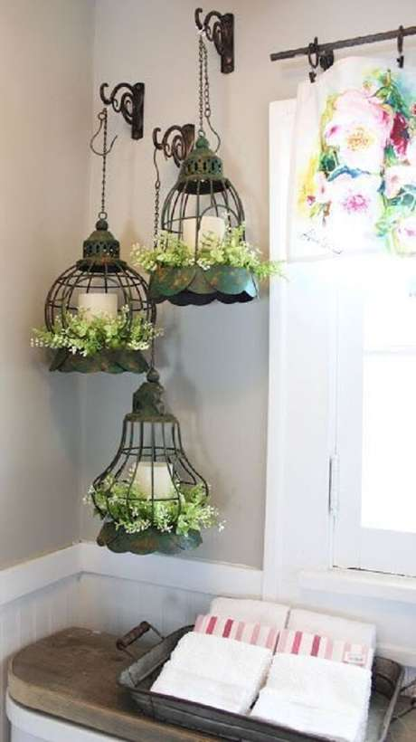 63. Arranjo formado com gaiolas decorativas. Fonte: Pinterest