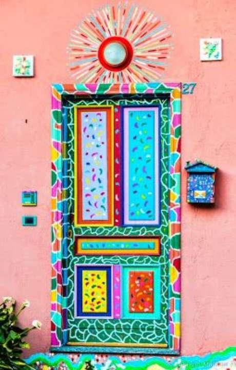 8. Este é um exemplo muito interessante de como o adesivo de porta pode ser colorido. Foto: Estenio El-Bainy