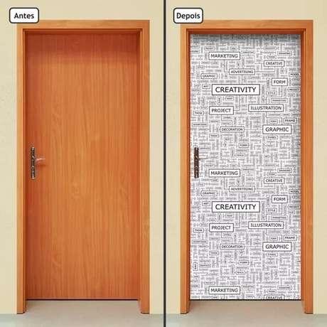 23. É possível encontrar uma série de desenho e temas no adesivo de porta de madeira. Foto: Mercado Livre
