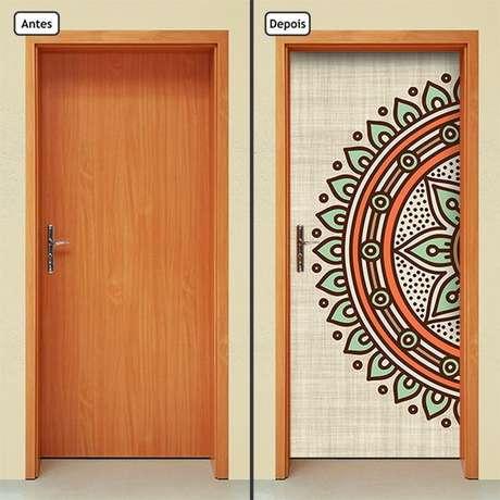 21. A mandala também é um tema muito comum em adesivo de porta. Foto: Elo7