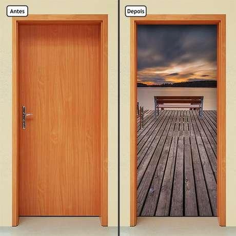 30. Mais um lindo exemplo de adesivo de porta com efeito 3D. Foto: Elo7