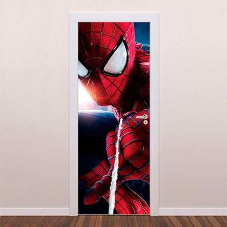 10. É possível encontrar modelos de adesivo de porta com tema de super-herói. Foto: Brave Impressões