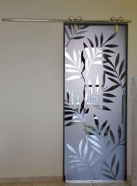 34. As flores podem existir no efeito fosco do adesivo de porta de vidro. Foto: Home Howire
