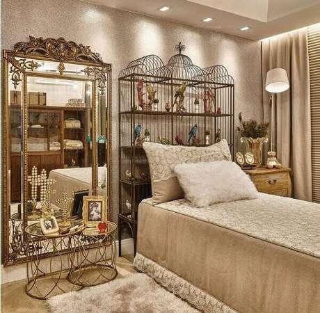 2. Cabeceira da cama estruturada com gaiolas decorativas. Fonte: Pinterest