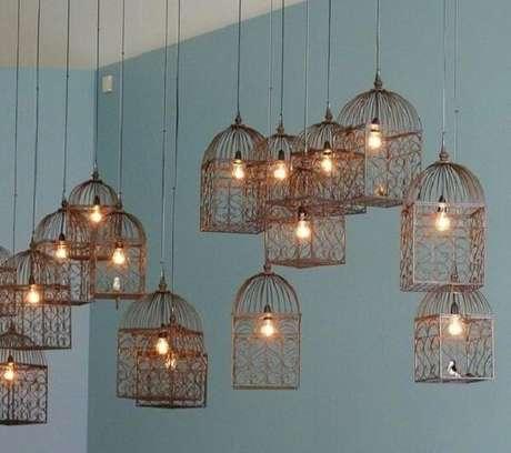 27. Diversas gaiolas decorativas utilizadas como luminárias. Fonte: Pinterest