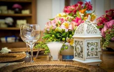 28. Gaiolas decorativas pequenas servem para decorar o centro das mesas. Fonte: Pinterest