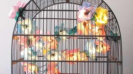 9. Como fazer gaiola decorativa com pisca pisca. Fonte: Pinterest