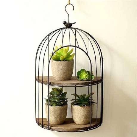 41. Gaiola decorativa feita em metal com estrutura de prateleira. Fonte: Pinterest