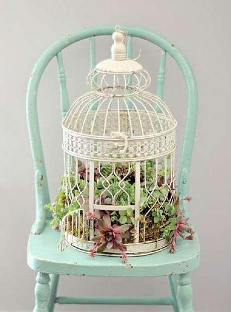 74. Gaiola decorativa com suculentas. Fonte: Pinterest