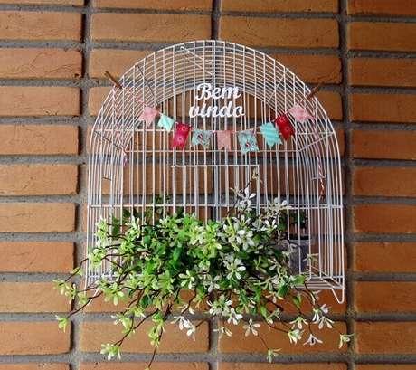 42. Gaiolas decoradas para entrada de casa. Fonte: Pinterest