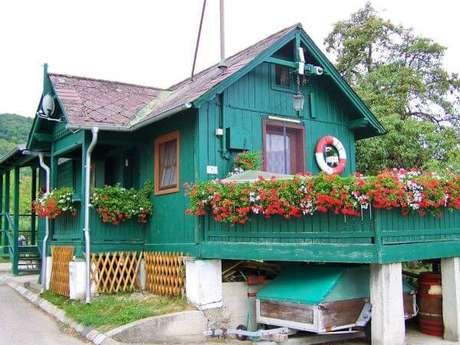 9. Pinturas de casas de madeira na cor turquesa – Por: Revista VD