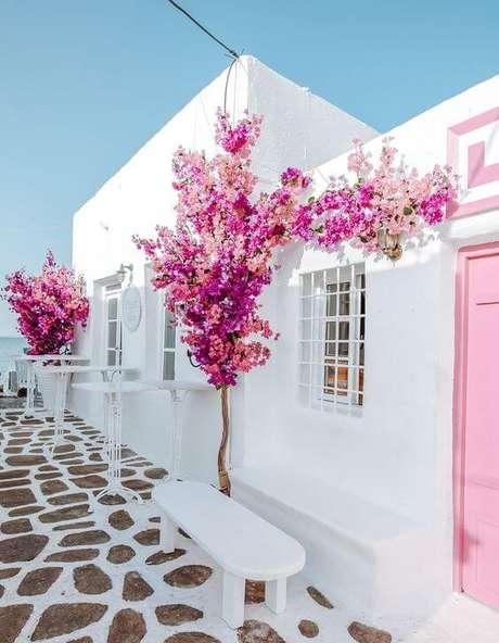 21. Pinturas de casas branca com flores cerejeiras – Por: Pinterest