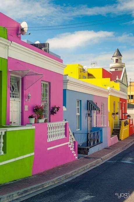 27. As pinturas de casas coloridas são super chamativas e lindas – Por: Copy e Paste