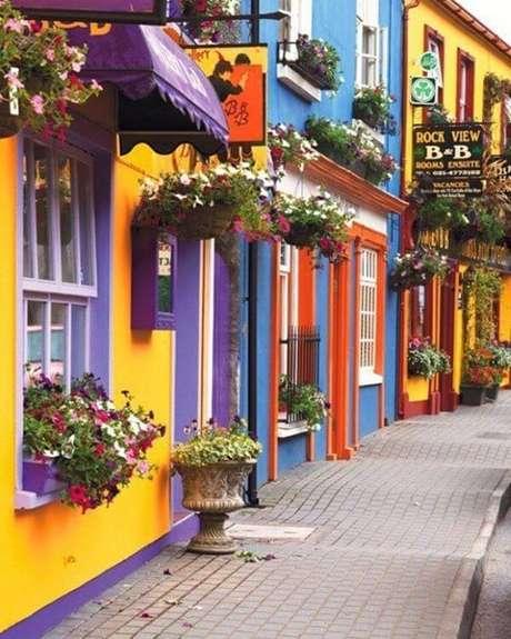 28. Pinturas de casas coloridas são alegres e bonitas – Por: Transforme sua casa