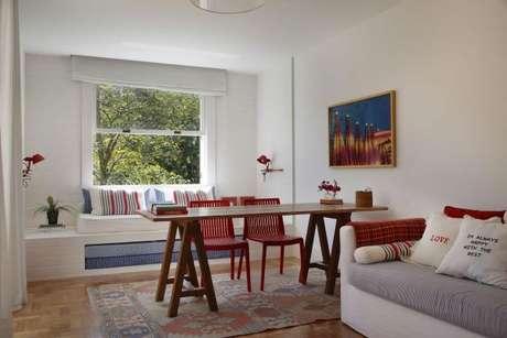 43. Pinturas de casas internas com vermelho e estampas listradas – Por: Migs Arquitetura