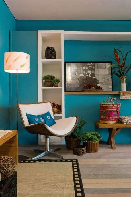 50. Pinturas de casas em tons alegres precisam ter móveis mais neutros -para ter um contraste – Por: Gazeta do Povo