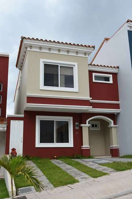 63. Quem gosta de ousar pode investir nas pinturas de casas com vermelho – Por: Pinterest