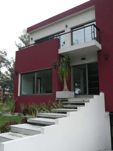 64. As pinturas de casas vermelhas com branco são lindas para ambientes modernos – Por: Pinterest
